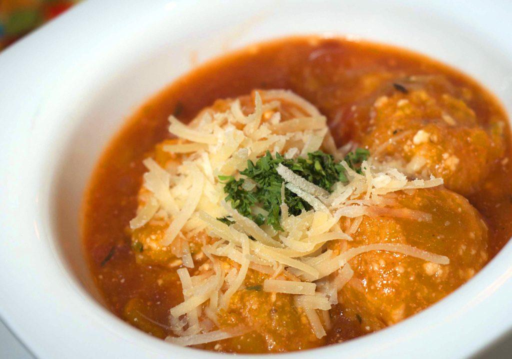 Almondegas de abobora ao molho de tomate